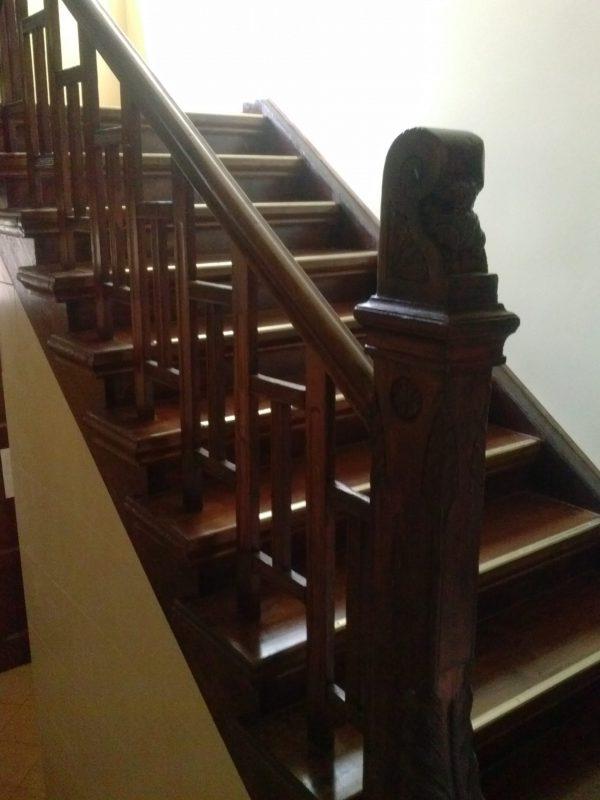Listwy z mosiądzu na schody